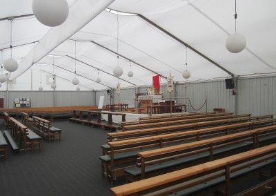 Kirchenzelt mit Teppichboden