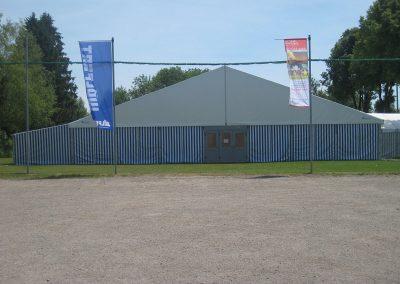 21 m Zelt mit seitlichem Bewirtungsanbau (4 m )