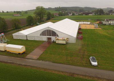 Festzelt, 29 m breit, 60 m lang, mit Küchen-/Barzelt 10 m x 55 m