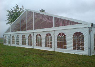 21 m breites Zelt mit durchsichtigem Giebel