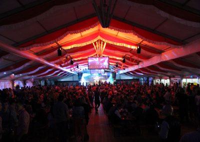 freitragendes 29 m breites Zelt