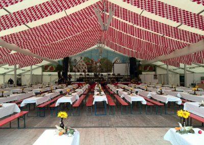 Zelt mit Dekorationsbahnen Raute rot/weiß, 29 m breit, 30 m lang