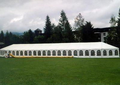 Hochzeitszelt mit 2 Apsiden und Fenstervorhängen