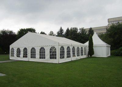 10 m breites Zelt im 3 m Längenraster sowie Pagode 5 m x 5 m