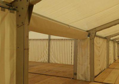 Zeltverbindung mit Regenrinne