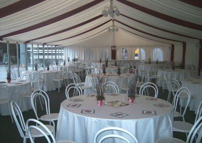 VIP-Zelt mit Echtglasfront und Nesselhimmel