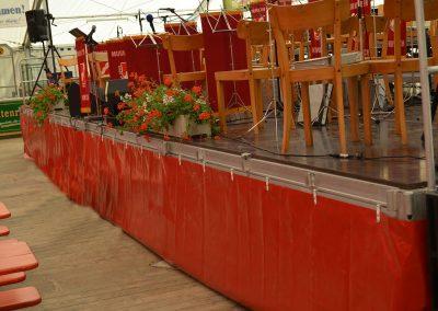 """Alu-Bühne im Stecksystem, Tragfähigkeit: 350 kg/m"""" mit stufenloser Höhenverstellung (mind. 60 cm. max. 100 cm), Rastermaß: 3 m x 1,50 m"""