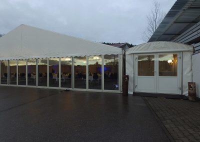 Zelt mit Echglaswand und Eingangszelt